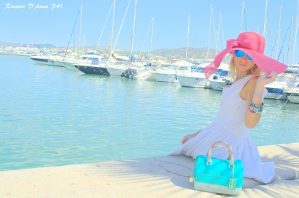 PORTO DI IBIZA                                                                                                                                                                                                                                                              @Gucci dress   @Candy bag Furla   @Soireve hat   @desigual jewels